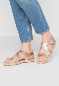 Simply Be - WIDE FIT  - Sandalen - rose gold metallic - 0