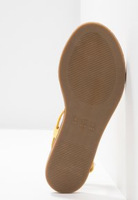 Simply Be - WIDE FIT VALERIE BASIC TOEPOST - T-bar sandals - yellow - 6