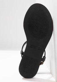 Simply Be - WIDE FIT VALERIE BASIC TOEPOST - Sandály s odděleným palcem - black - 6