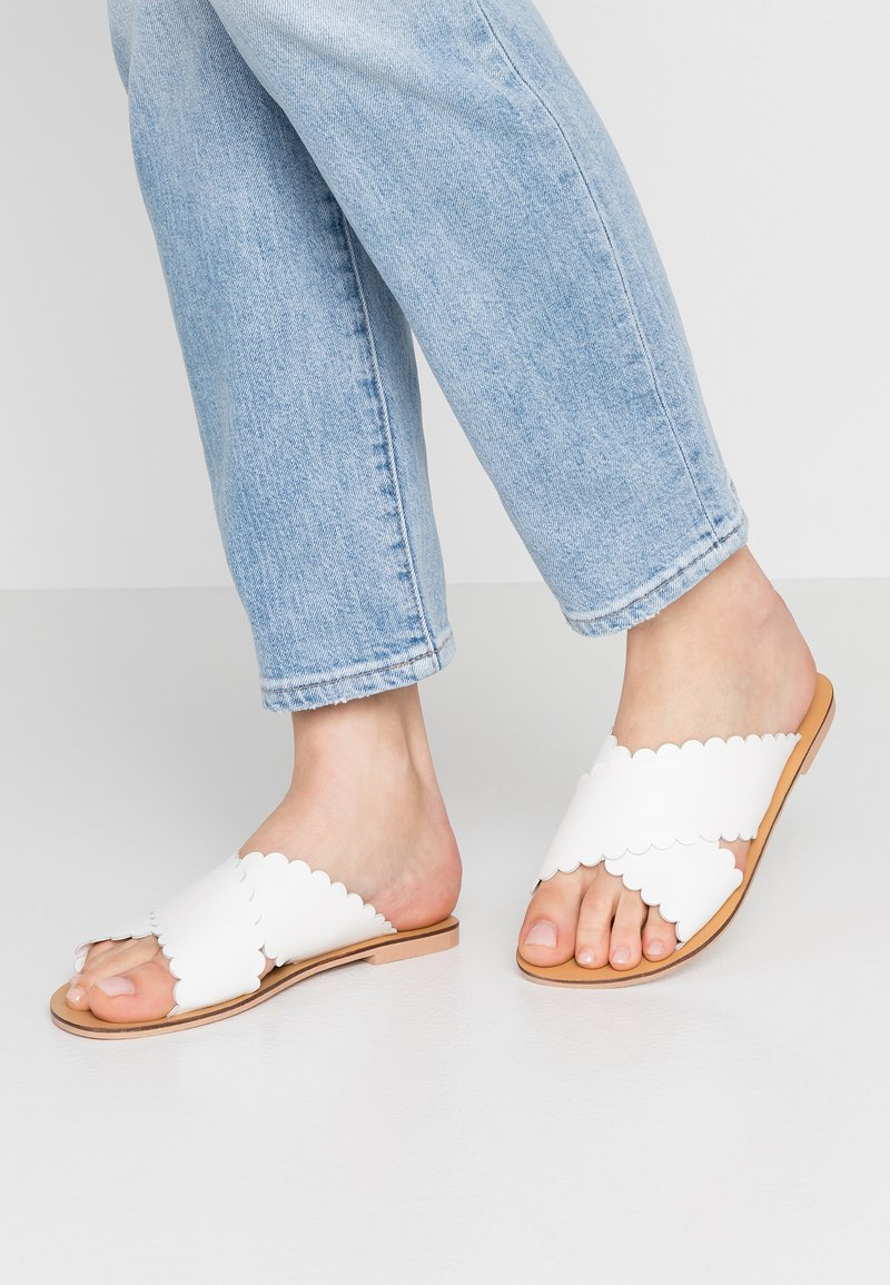 Simply Be - WIDE FIT MILLA CROSS SCALLOP STRAP SLIDER - Sandaler - white