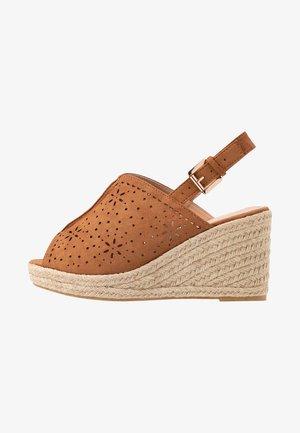 WIDE FIT DAKOTA WEDGE SHOE - Højhælede sandaletter / Højhælede sandaler - tan