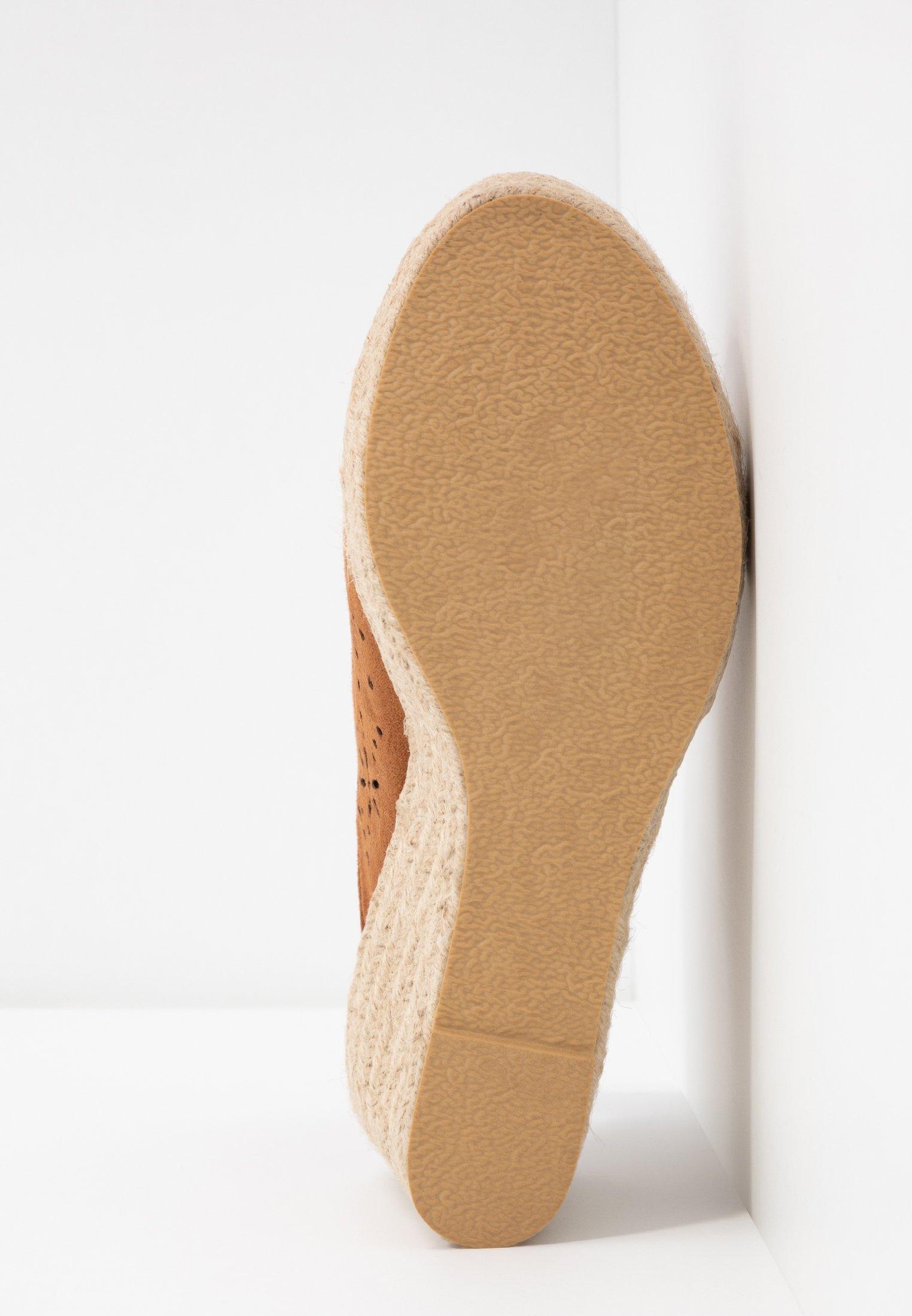 Simply Be WIDE FIT DAKOTA WEDGE SHOE - Sandali con tacco tan