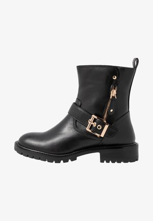 WIDE FIT BUCKLE - Cowboy/biker ankle boot - black