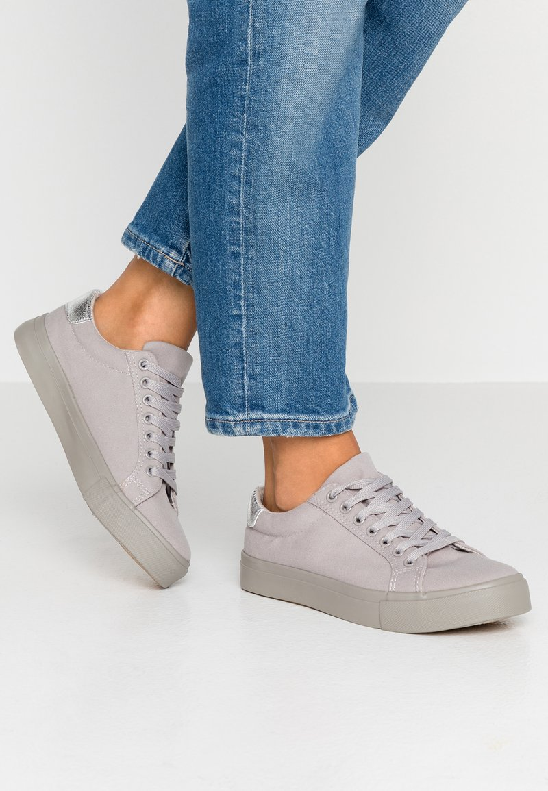 Simply Be - WIDE FIT MONO LACE UP  - Sneakers basse - grey
