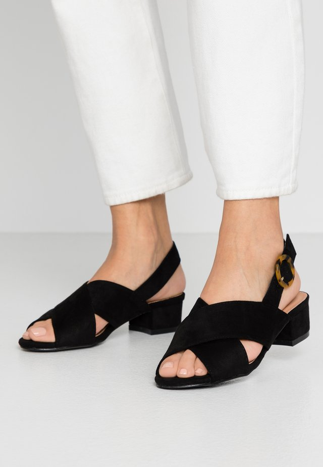 WIDE FIT HOUSTON - Sandaalit nilkkaremmillä - black