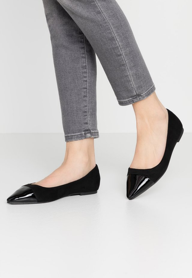 WIDE FIT HERA - Ballerinat - black