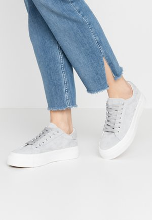 WIDE FIT GISELLE - Sneakers basse - pastel blue