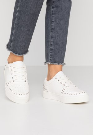 WIDE FIT ARIEL - Trainers - white