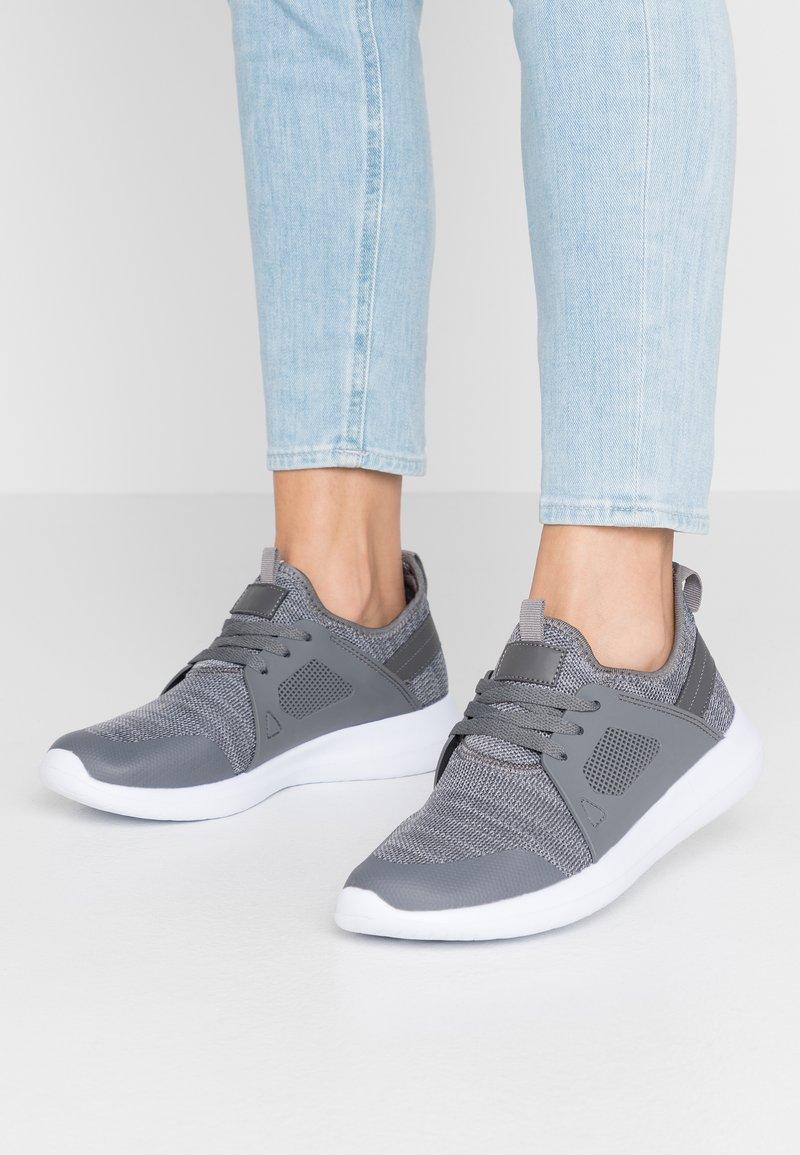 Simply Be - WIDE FIT CARDI - Matalavartiset tennarit - grey