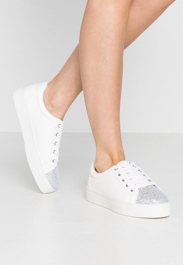 WIDE FIT LIZZIE - Sneaker low - white