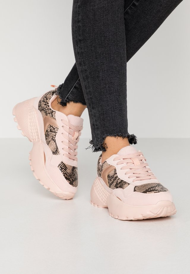 WIDE FIT ANNA - Trainers - nude
