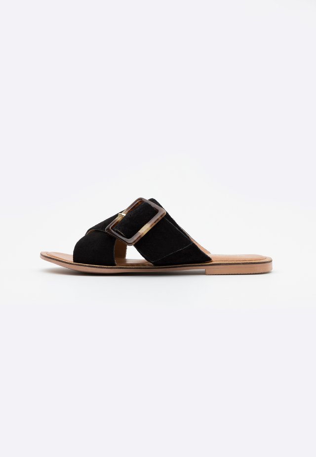 WIDE FIT JOYCE - Matalakantaiset pistokkaat - black