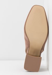 Simply Be - WIDE FIT LEXIS BLOCK HEEL SQUARE TOE SLINGBACK - Classic heels - taupe - 6