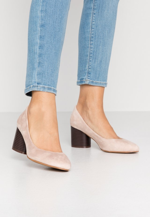 WIDE FIT CLAUDIUS - Pumps - nude