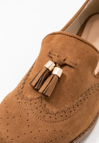 Simply Be - WIDE FIT JESSICA - Loaferit/pistokkaat - tan - 2