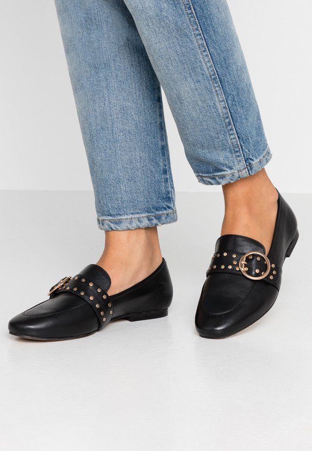 WIDE FIT CLOE STUDDED LOAFER - Instappers - black
