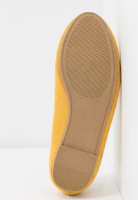 Simply Be - WIDE FIT TYCHE - Scarpe senza lacci - yellow - 6