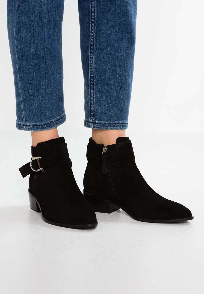 Simply Be - WIDE FIT DINA BUCKLE DETAIL - Boots à talons - black