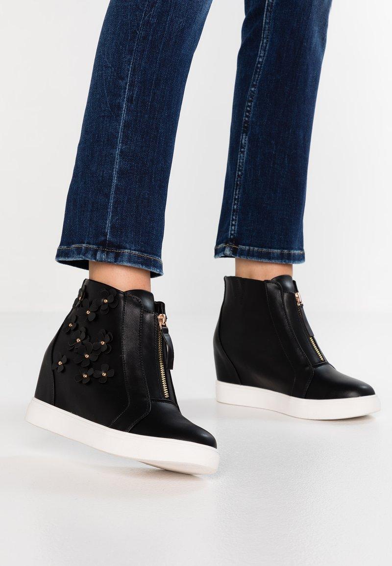 Simply Be - WIDE FIT SAMIRA ZIP UP WEDGE TRAINER - Sneakers high - black