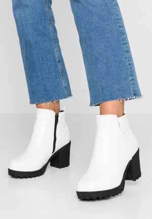 WIDE FIT CHUNKY HEEL CHELSEA - Ankle boots - white