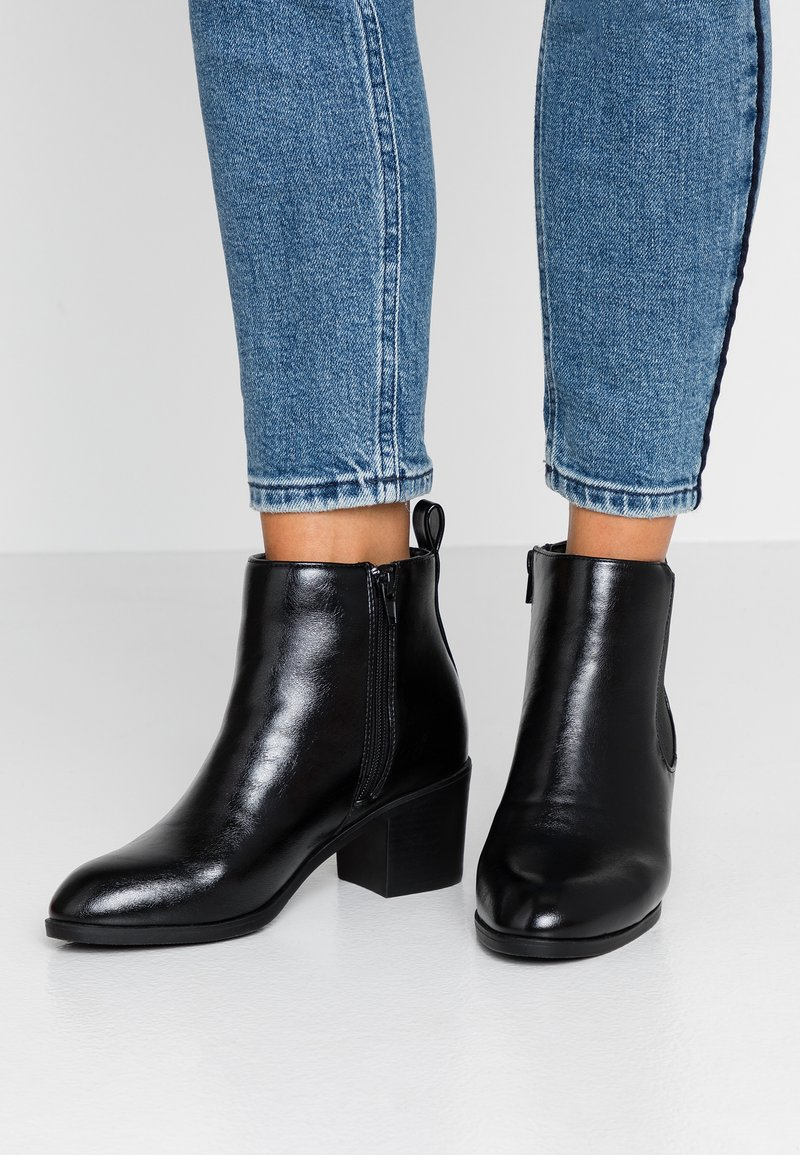 Simply Be - WIDE FIT CHELSEA BLOCK HEEL - Kotníková obuv - black