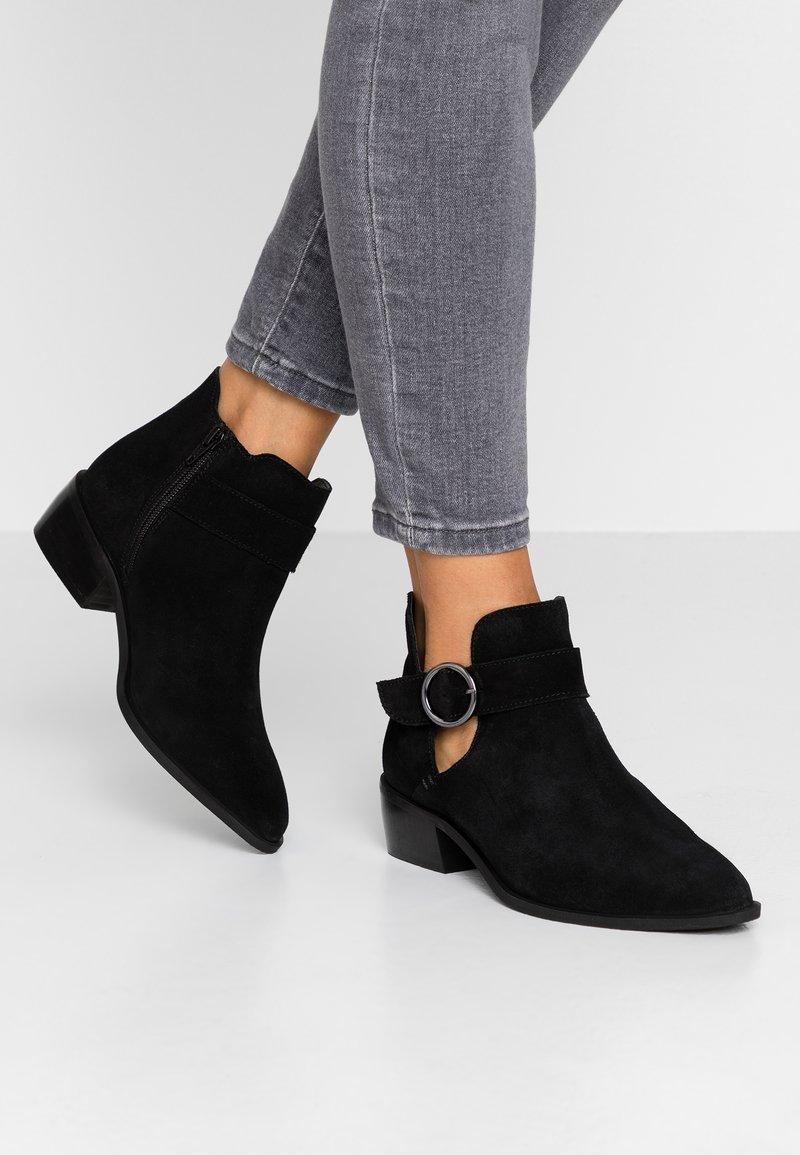 Simply Be - WIDE FIT BUCKLE DETAIL  - Kotníková obuv - black