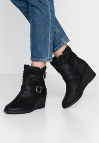 Simply Be - WIDE FIT SARAH CASUAL WEDGE BOOT - Wedge Ankle Boots - black - 0