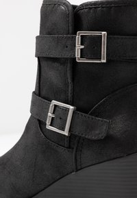 Simply Be - WIDE FIT SARAH CASUAL WEDGE BOOT - Wedge Ankle Boots - black - 2