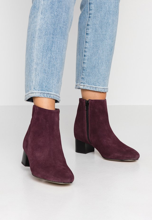 WIDE FIT - Ankle Boot - bordeaux