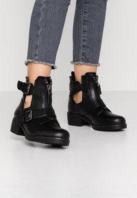 Simply Be - WIDE FIT MISHA - Kovbojské/motorkářské boty - black - 0