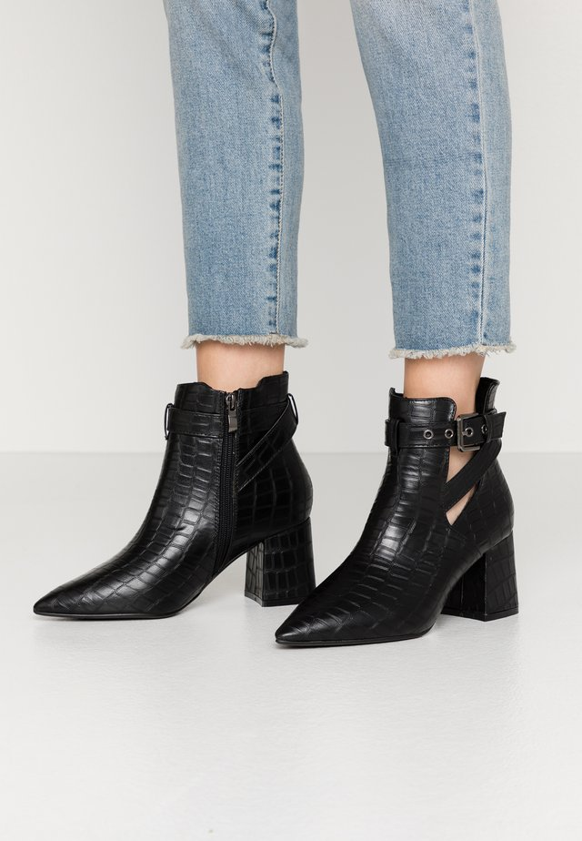 WIDE FIT CHRISTA - Korte laarzen - black