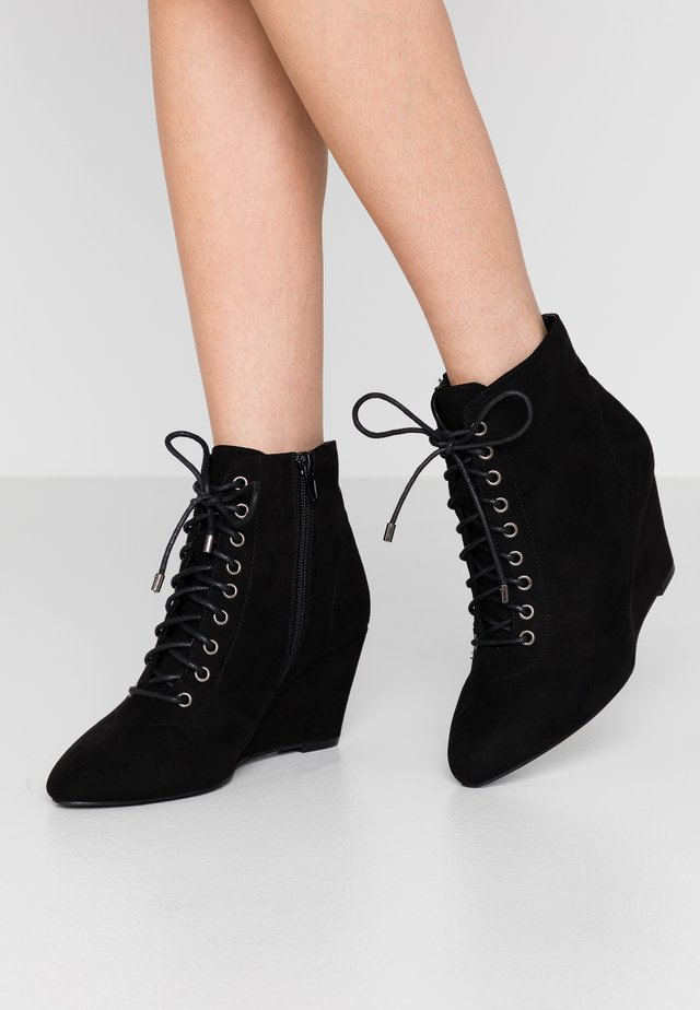 WIDE FIT BAILEY - Ankelboots - black