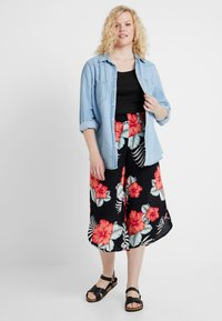 Simply Be - PRINT CURVED CULOTTES FLORAL - Shortsit - black - 1