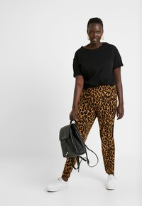 Simply Be - LEOPARD PRINT HAREM TROUSER - Trousers - brown - 1