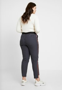 Simply Be - NEW WAISTBAND EXTERAL WINDOW PANE TAPERED TROUSERS - Kangashousut - navy
