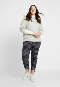 Simply Be - NEW WAISTBAND EXTERAL WINDOW PANE TAPERED TROUSERS - Kalhoty - navy - 2