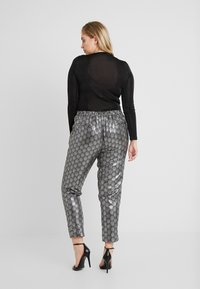 Simply Be - PRINT STRETCH TAPERED TROUSERS - Pantalones - black / silver - 2