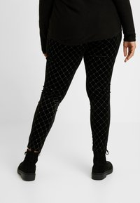 Simply Be - METALLIC STUD - Leggings - black/gold - 2