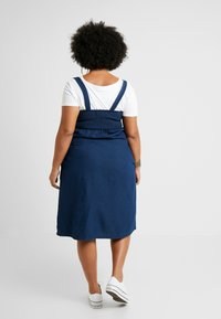 Simply Be - TIE FRONT SHIRRED BACK SQUARE NECK MIDI DRESS - Denimové šaty - indigo - 3