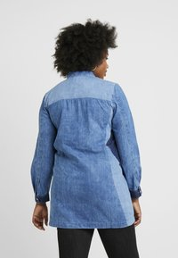 Simply Be - ILLUSION PANELL PATCHWORK ZIP FRONT - Tunique - blue wash - 2