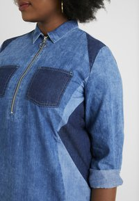 Simply Be - ILLUSION PANELL PATCHWORK ZIP FRONT - Tunique - blue wash - 5