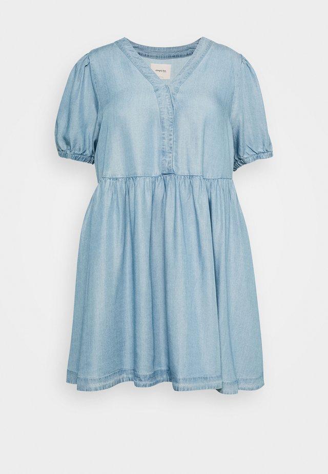 PUFF SLEEVE SMOCK DRESS - Jeanskjole / cowboykjoler - mid blue
