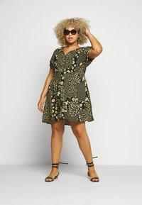 Simply Be - BUTTON THROUGH TEA DRESS - Hverdagskjoler - multi-coloured - 1