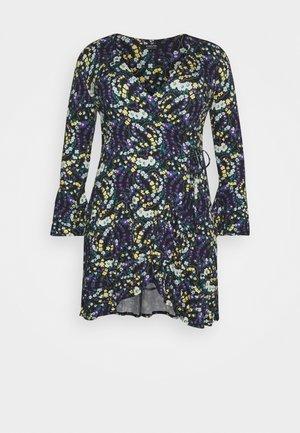 FLUTED SLEEVE WRAP DRESS - Vestito di maglina - multi-coloured