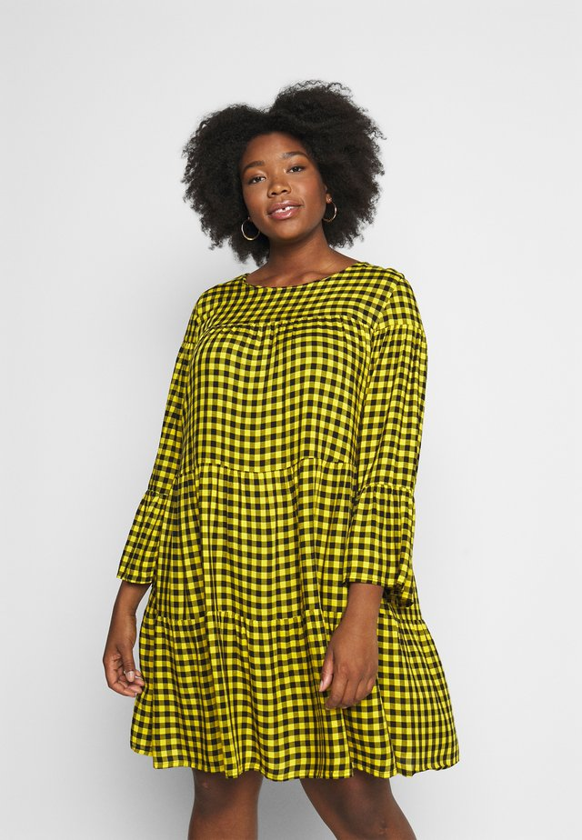 CHECK TIERED SMOCK DRESS - Sukienka letnia - yellow chck