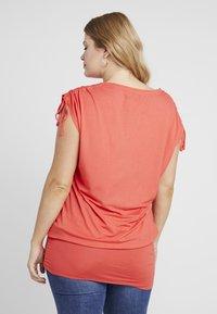 Simply Be - SLEEVELESS BAND HEM TUNIC - T-shirts med print - cherry red - 2