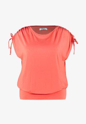 SLEEVELESS BAND HEM TUNIC - T-shirts med print - cherry red
