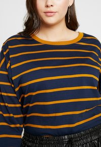 Simply Be - SIMPLY BE CROP BOXY - Topper langermet - mustard/navy - 4