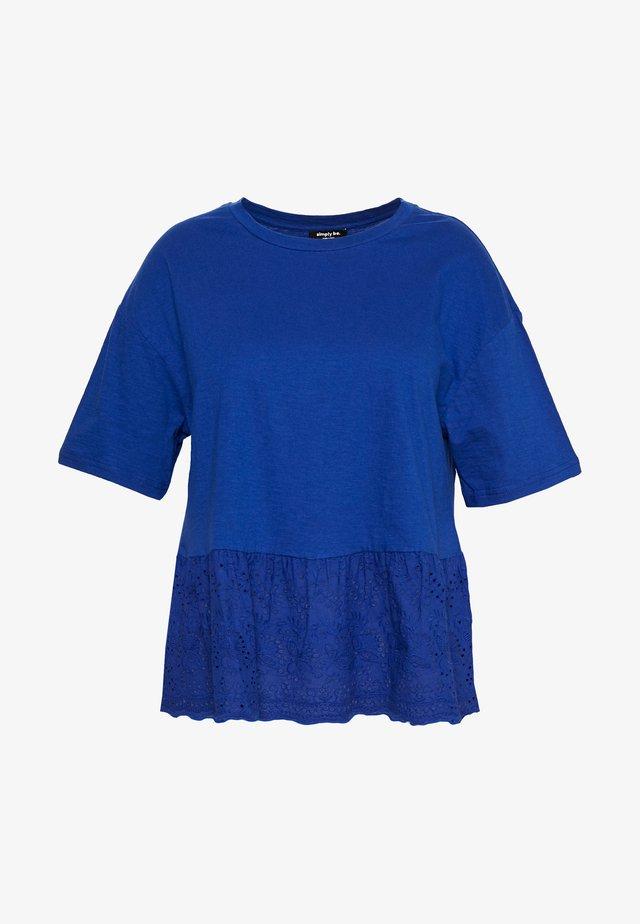 PEPLUM HEM - T-shirt con stampa - blue