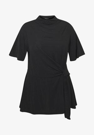 SLINKY TIE WAIST - Camiseta estampada - black